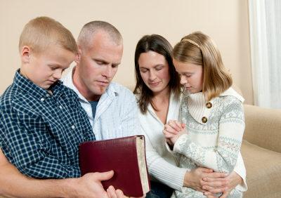 Adorando en Familia